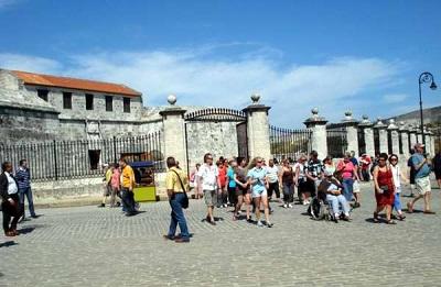 turistas-habana-vieja-2011