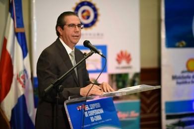 Ministro Simposio Infotur Dominicano