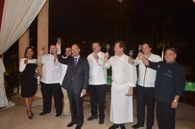 01- El Embajador de Francia, José Gómez, brinda junto a los chef por el éxito de Goût de France.