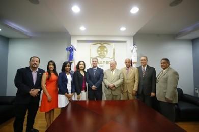 PRINCIPAL Directivos de ADOMPRETUR y UNAPEC durante la firma del convenio