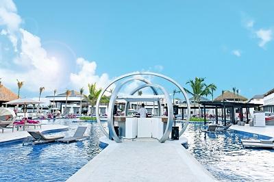 CHIC Punta Cana-Dj booth_bluesky (1280x854)