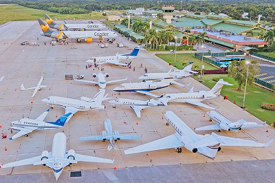 La imagen tiene un atributo ALT vacío; su nombre de archivo es Aeropuerto-de-La-Romana-csa-de-campo.jpg